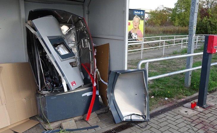 La explosión provocó que la parte frontal de la máquina alcanzase el anden contrario