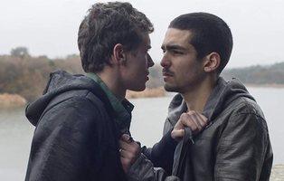 Netflix responde a los comentarios homófobos en una foto de la pareja gay de 'Élite'