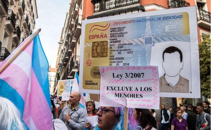 Manifestación a favor de los derechos de los menores trans