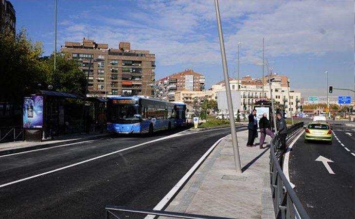 La avenida de Córdoba, reconvertida de autopista a calle con semáforos y pasos de cebra, mantuvo dos meses de avisos hasta que se implantó un nuevo sistema de multas