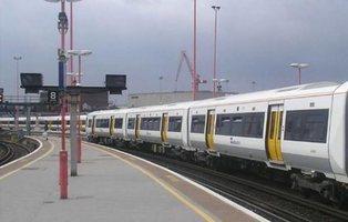 Mujer agredida brutalmente en el tren de Londres por hablar español