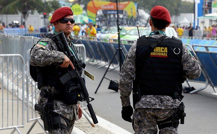 Policías de Brasil   Paul Hanna