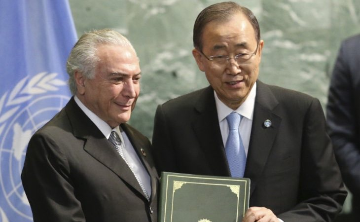 Michel Temer, anterior presidente, y Ban Ki-moon durante una ceremonia del Acuerdo de París