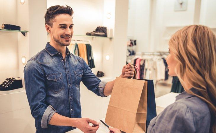 La mayoría de puestos de las grandes empresas están centrados en la atención al cliente
