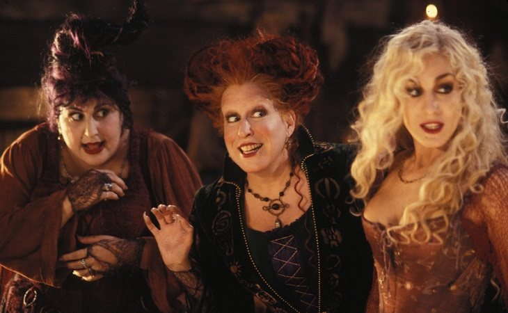 Kathy Najimy, Bette Midler y Sarah Jessica Parker como las hermanas Sanderson