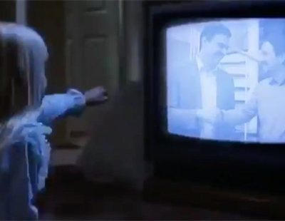 El surrealista vídeo del PP que mezcla a Sánchez e Iglesias con 'Poltergeist'