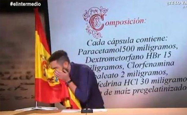 Sketch de Dani Mateo sonándose la nariz con la bandera de España en 'El intermedio'
