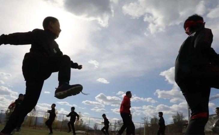 Menores participando en las actividades del 'entrenamiento maculino'