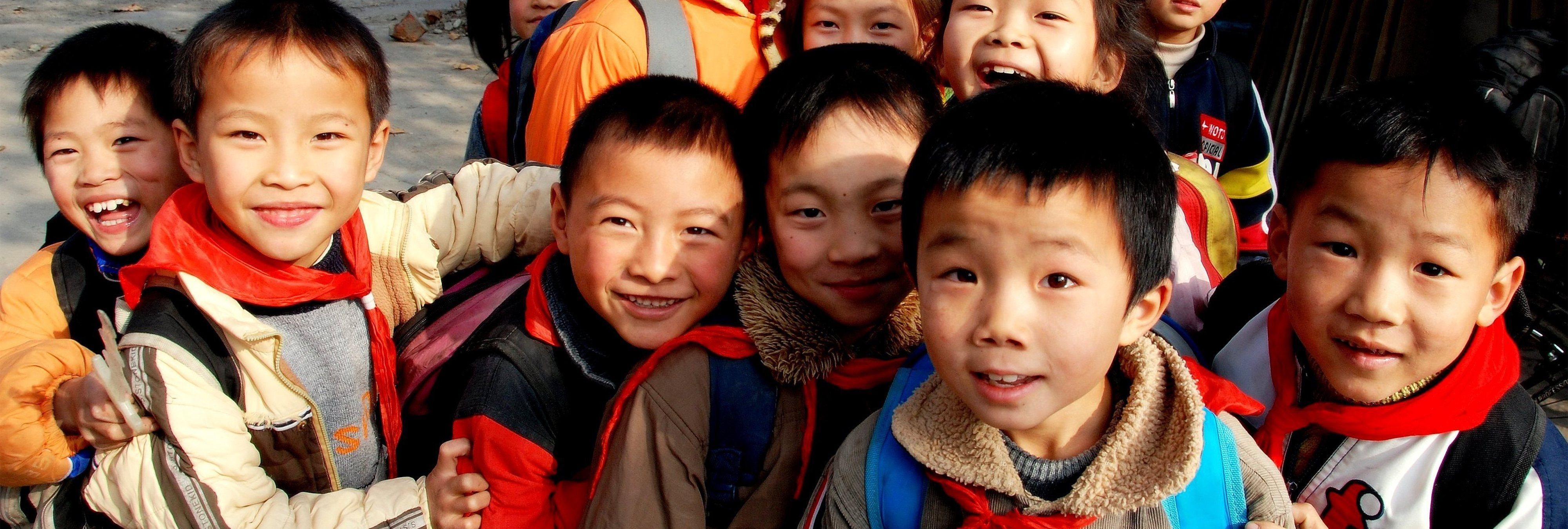 China: los vergonzosos campos de entrenamiento para 'masculinizar' menores