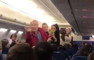 Expulsan a un matrimonio de ancianos españoles de un vuelo porque no entienden inglés