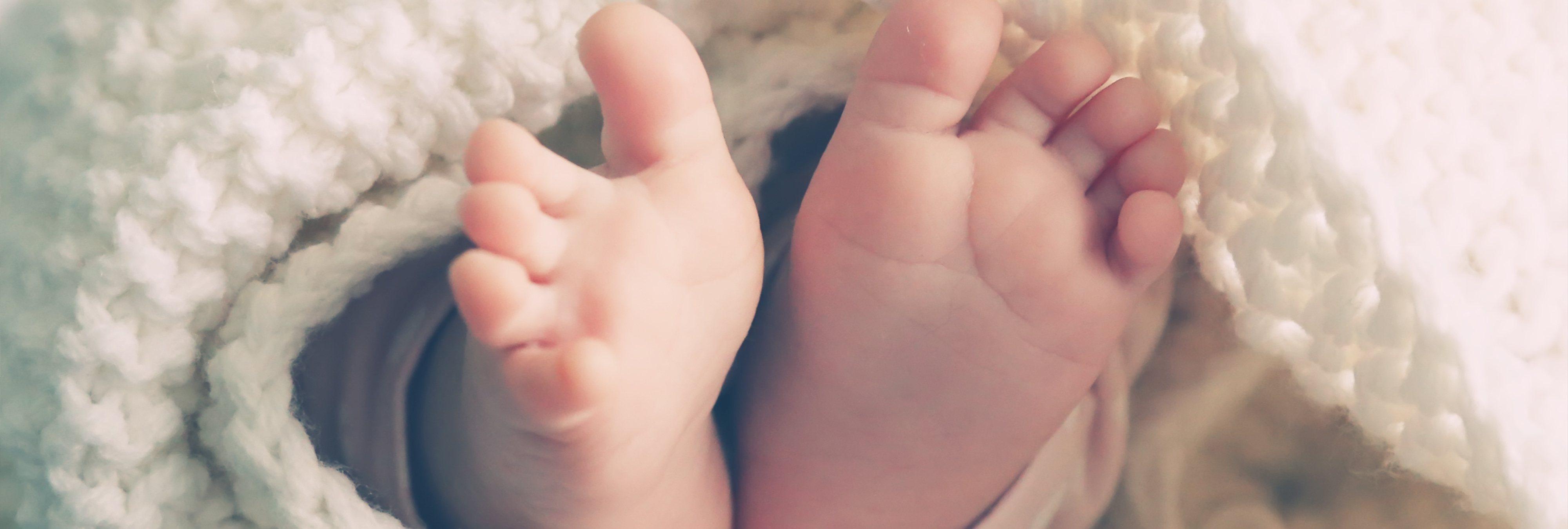 """Una niña de 10 años destroza a golpes el cráneo de un bebé de seis meses porque """"lloraba"""""""