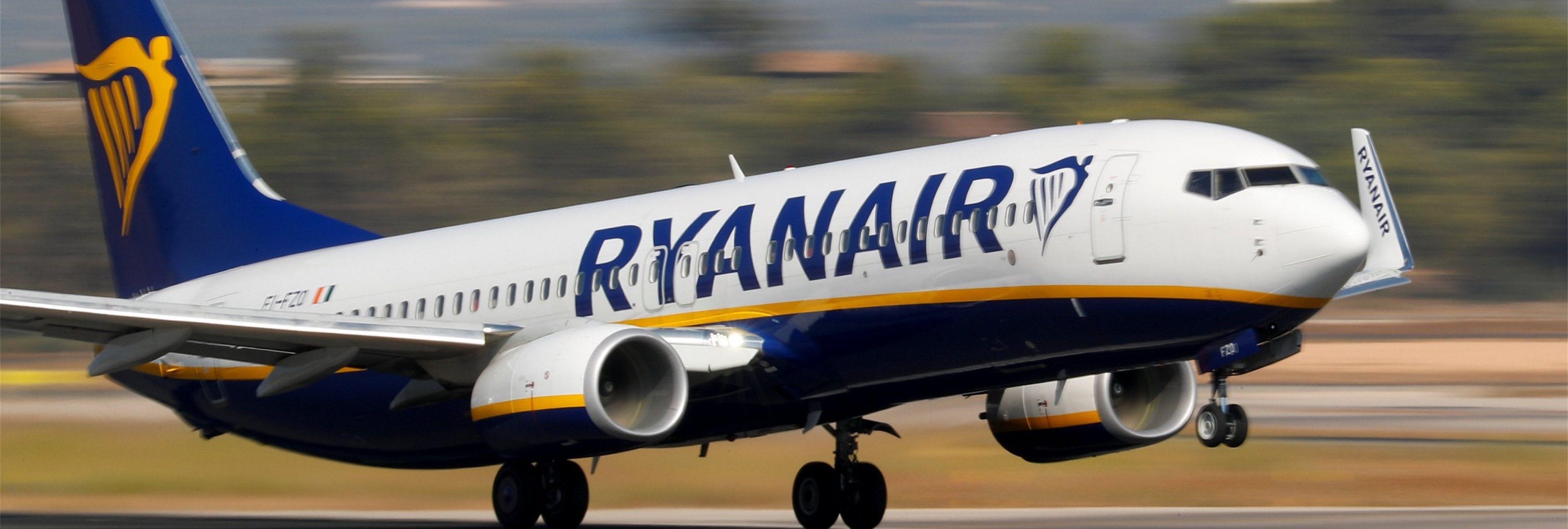 Un joven británico enseña cómo burlar el pago por equipaje en Ryanair