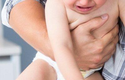 Un padre viola a su hijo de 19 meses y le contagia una enfermedad venérea