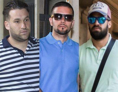 Piden cárcel para tres miembros de 'La Manada' por robar gafas en San Sebastián
