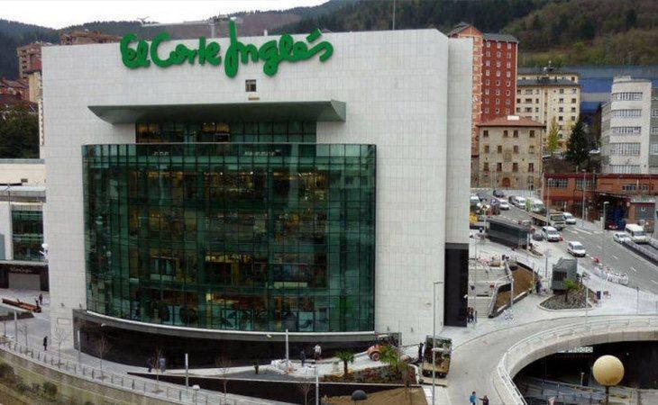 La empresa abrió un macrocomplejo de diez plantas en una ciudad de 30.000 habitantes