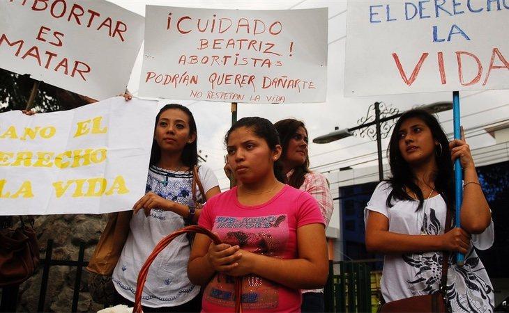 Mujeres salvadoreñas a favor de la penalización del aborto