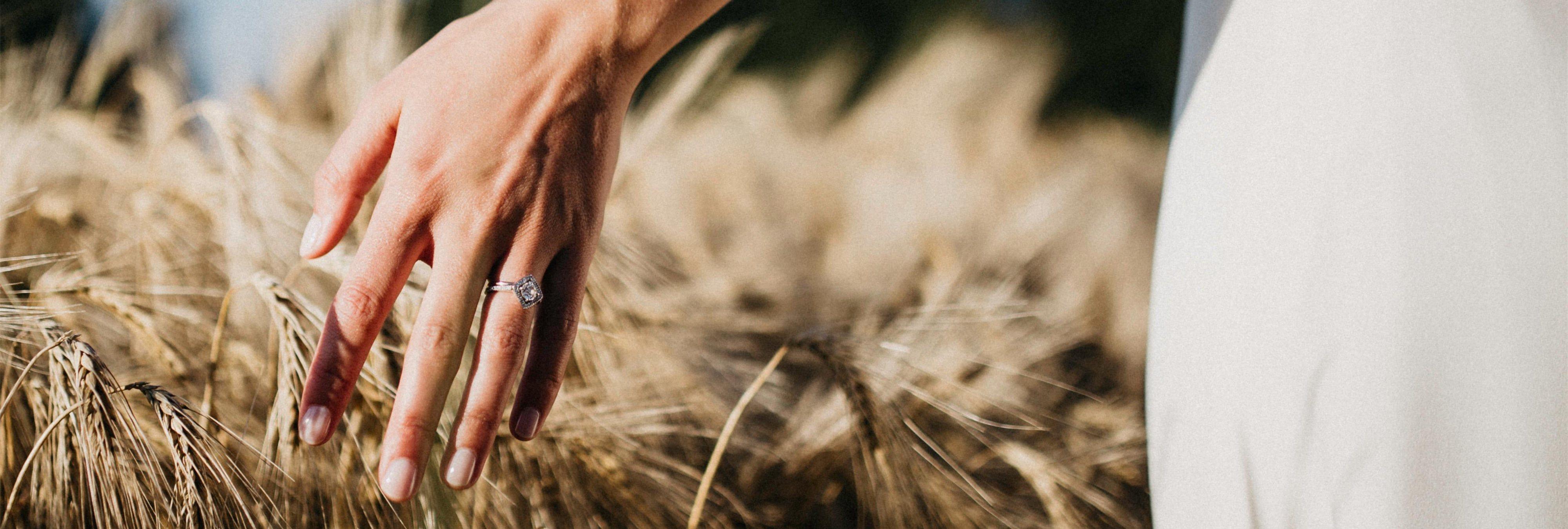 Salen a la venta anillos de compromiso con GPS incorporado