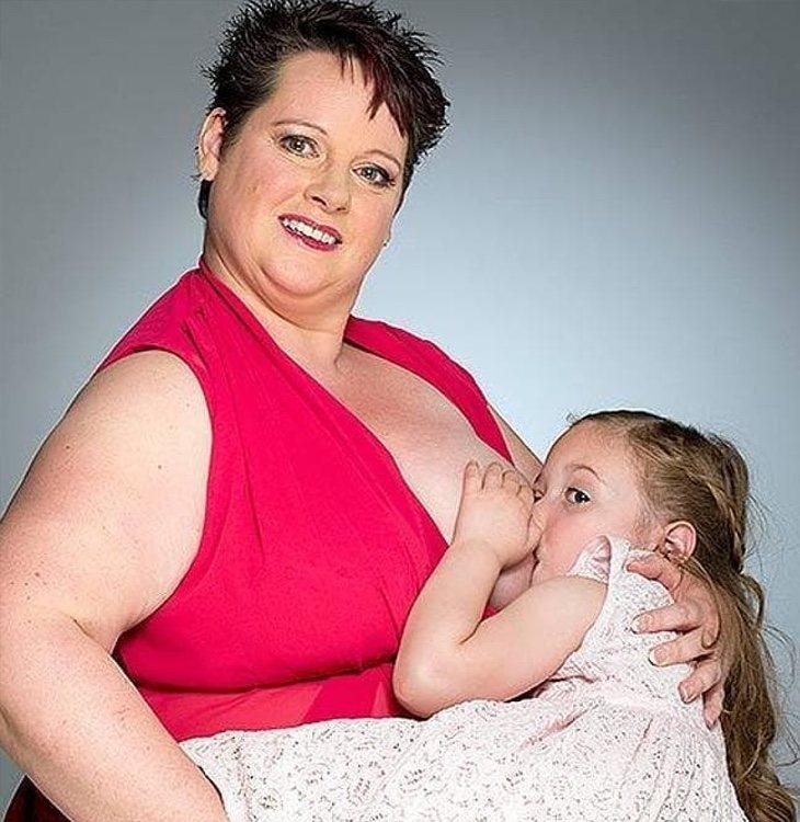 Sharon Spink ha recibido todo tipo de críticas por amamantar a su hija de 9 años