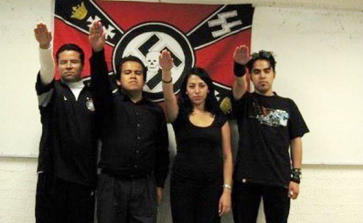 Los seguidores de este movimiento han adoptado completamente la estética hitleriana