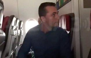 """Un pasajero con diarrea agrede al personal de un avión al grito de """"me estoy cagando"""""""