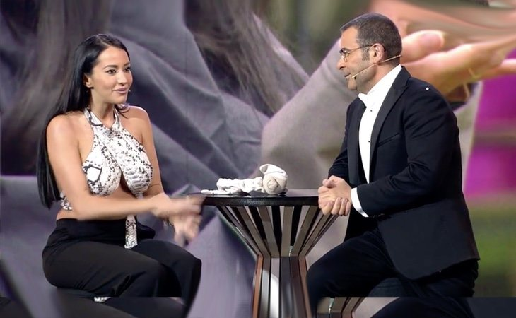 Jorge Javier entrevistando a Aurah