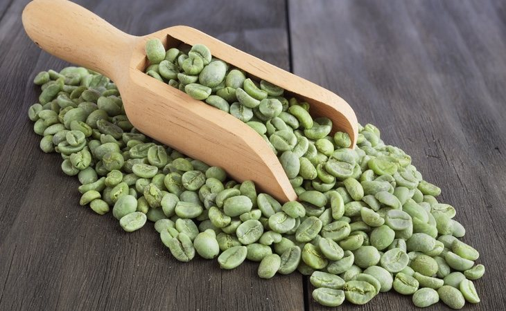 Los granos del café común son verdes antes de ser tostados