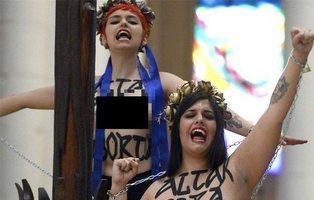 Absueltas las dos activistas que se encadenaron a La Almudena