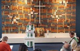Un mes seguido de misa en una iglesia para que no deporten a una familia de refugiados