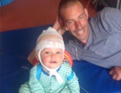 """""""Pensábamos que era feliz"""": el bebé que siempre sonreía tenía realmente un tumor cerebral"""