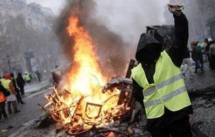 ¿Qué son los 'chalecos amarillos' y por qué se está hundiendo la popularidad de Macron?