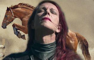 Una mujer quiere operarse para ser un caballo