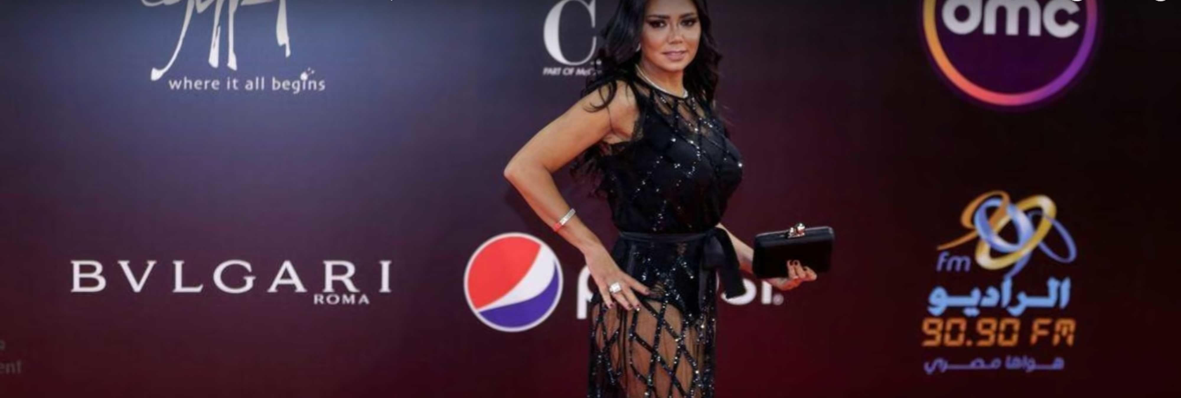 """Una actriz egipcia será juzgada por """"la inmoralidad"""" de su vestido"""