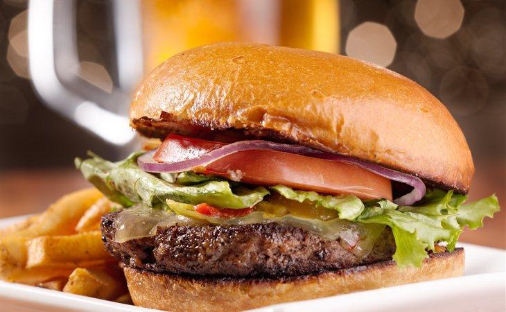 La comida rápida reduce el tamaño del pene