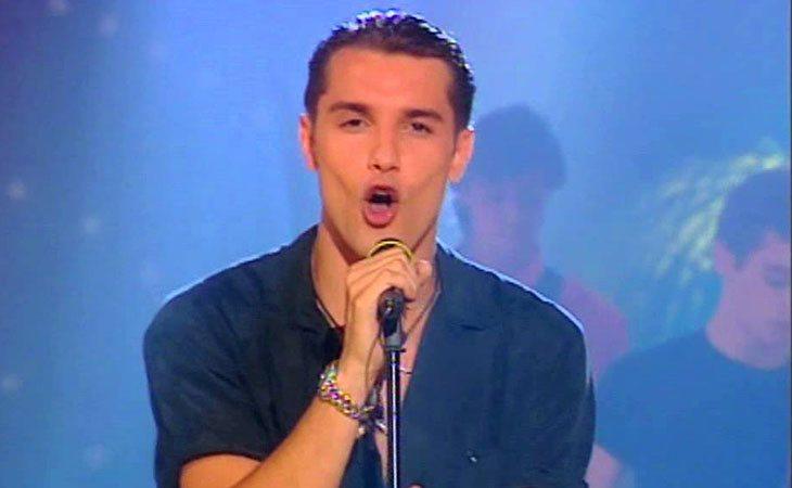 Jesúz Vázquez cantando