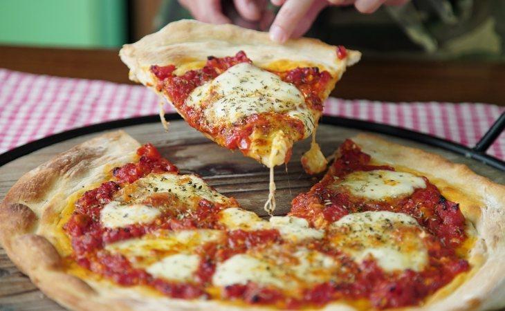 La pizza encabeza la lista de alimentos adictivos