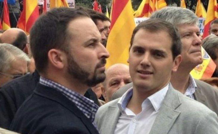 Las posturas de Rivera y Abascal pueden hacer una pinza que asfixie electoralmente al PP