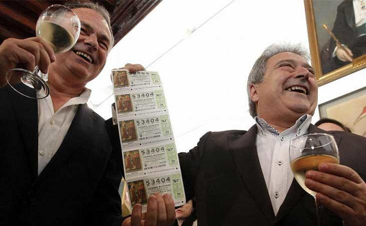 Alfonso Rus celebrando que le ha tocado la loteria