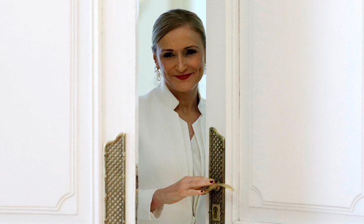 Cristina Cifuentes se va por la puerta de atrás