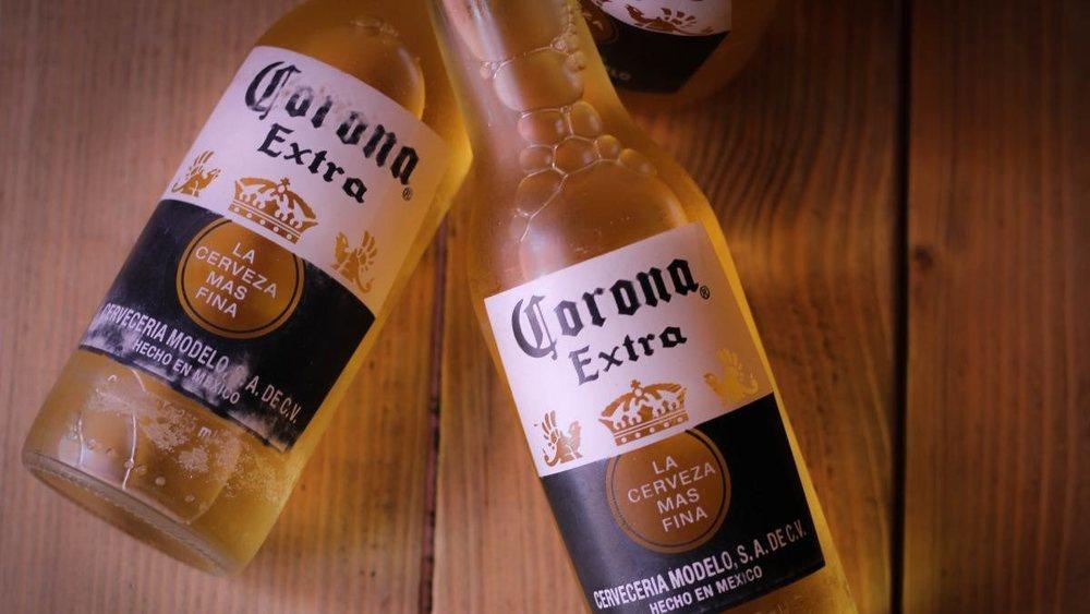 La cerveza Corona detiene su producción pro el coronavirus