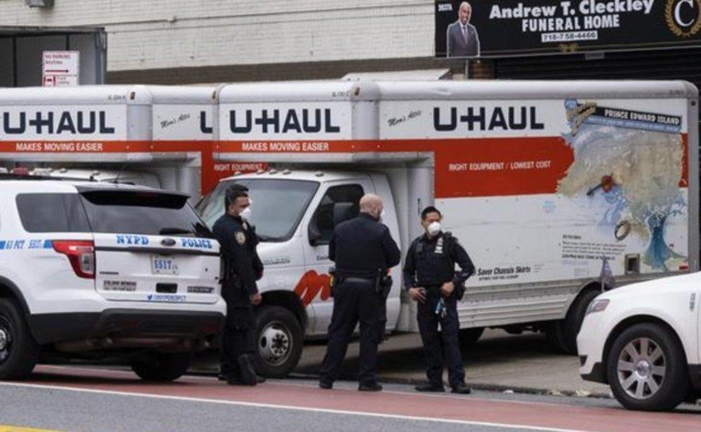 Sin refrigeración, los cadáveres se descomponían en dos camiones de mudanzas en Nueva York