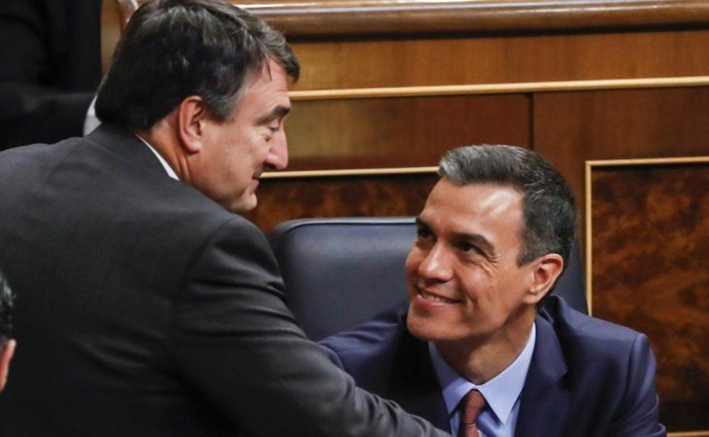 Aitor Esteban y Pedro Sánchez en el Congreso de los diputados