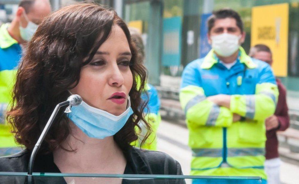 Isabel Díaz Ayuso en el hospital de campaña de Ifema