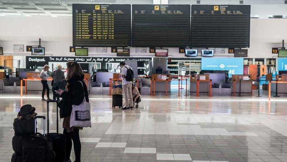 El positivo ha sido comunicado en pleno vuelo y ha obligado a poner en cuarentena a los pasajeros que realizaron el viaje junto al pasajero infectado