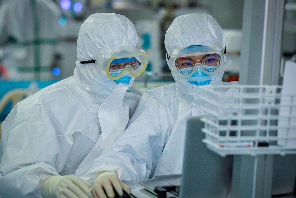 Cientos de científicos sostienen que el coronavirus se puede transmitir por el aire