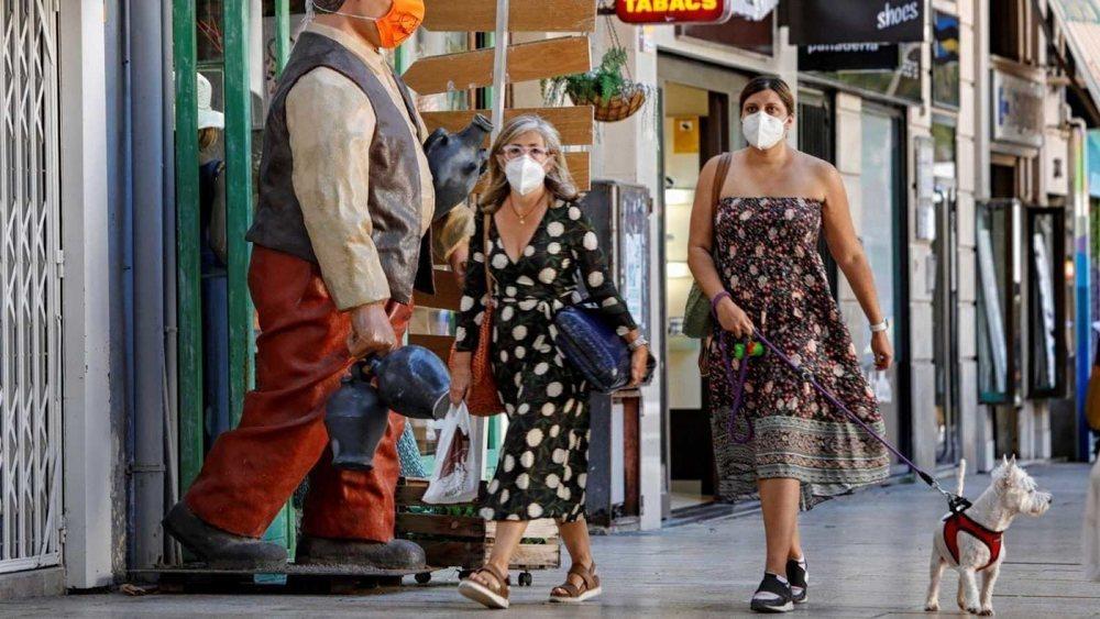 Los contagios registrados por Sanidad se elevan hasta 971