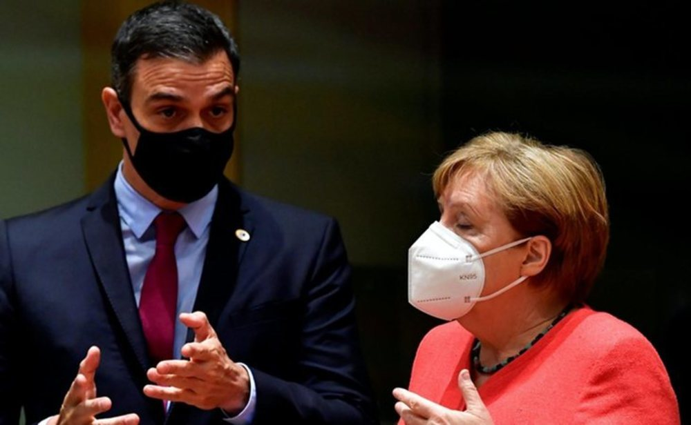 Pedro Sánchez, junto a la canciller alemana, Angela Merkel