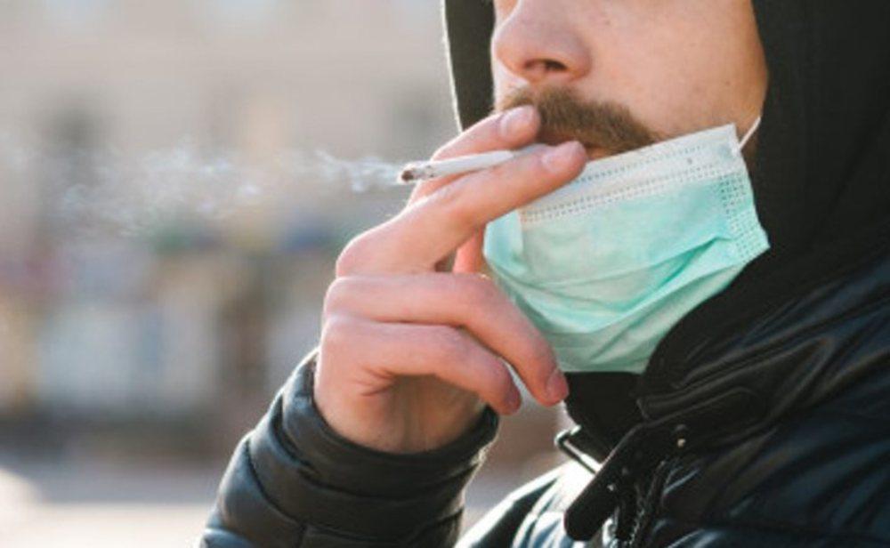Se había prohibido fumar en la calle si no se puede mantener la distancia de seguridad