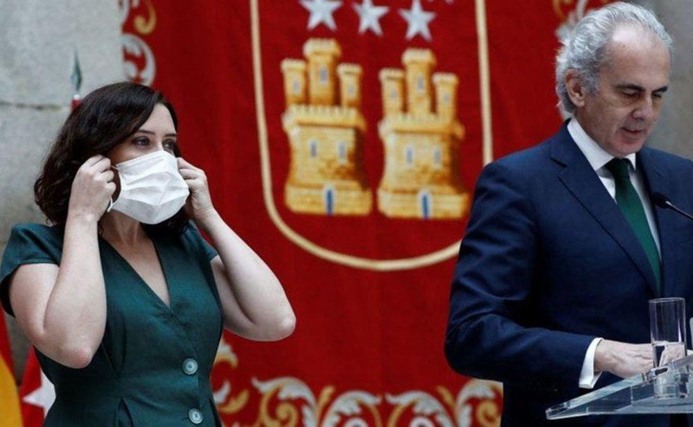 Isabel Díaz Ayuso, presidenta de la Comunidad de Madrid, y Enrique Ruiz Escudero, consejero de Sanidad