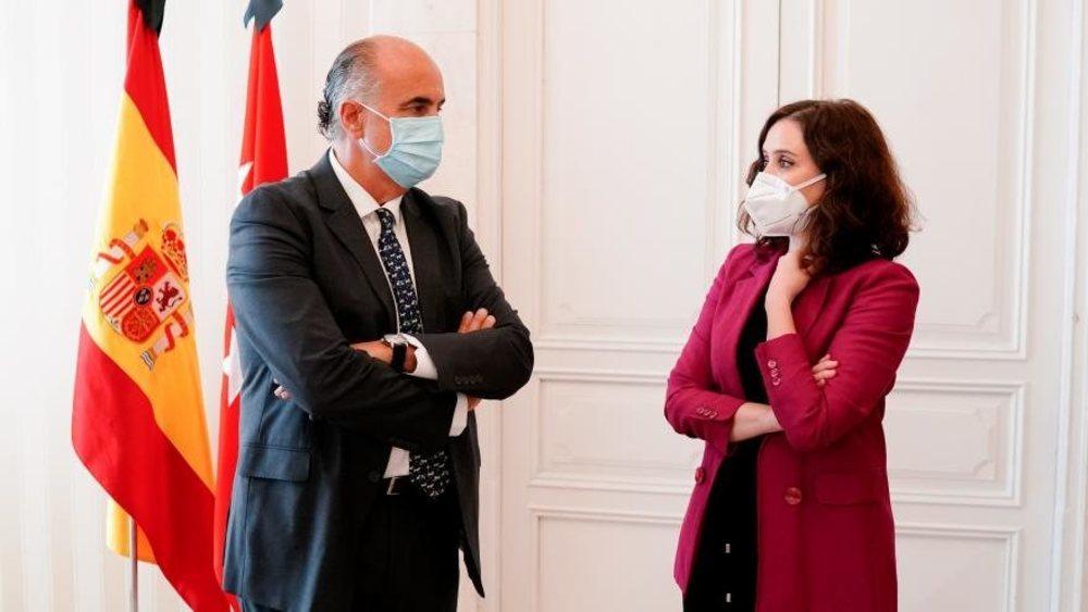 Isabel Díaz Ayuso, junto a su viceconsejero de Sanidad, Antonio Zapatero