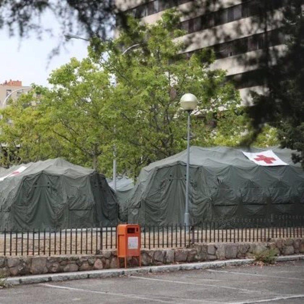 Hospital de campaña instalado en el aparcamiento del Gómez Ulla